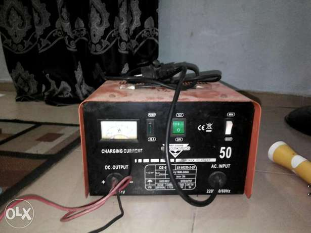 Inverter. Plus charger in give away price Lagos Mainland - image 1