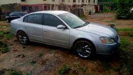 Neatly used Nissan Altima at a giveaway price