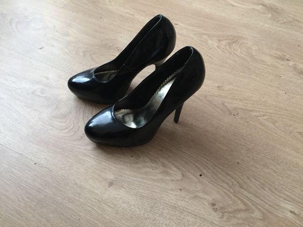 Туфли чёрные на каблуке туфельки 35 размер туфлі лакові Рівне - зображення 1 e8f2f3e60eeec
