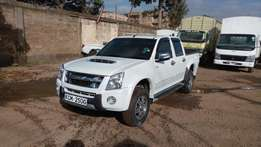 Very clean Isuzu Dmax 2010 model