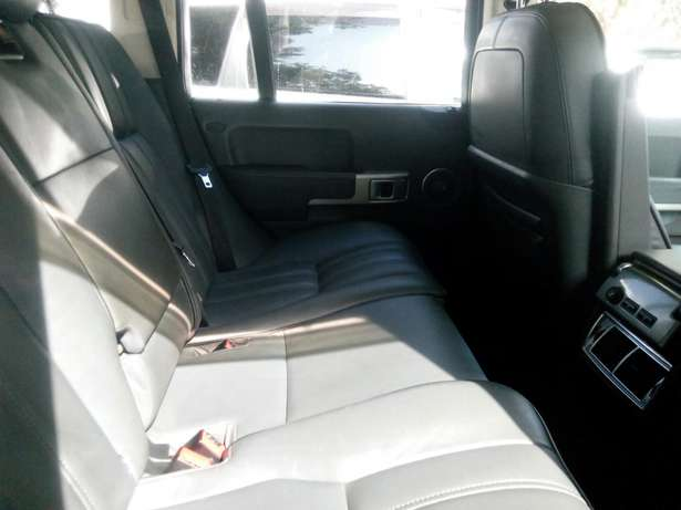 Range Vogue, 4000cc petrol, year 2007, dark blue colour, grey interior City Centre - image 4