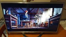 LG led 3D tv 32inches and digital free to air with 4pairs of 3D glasse