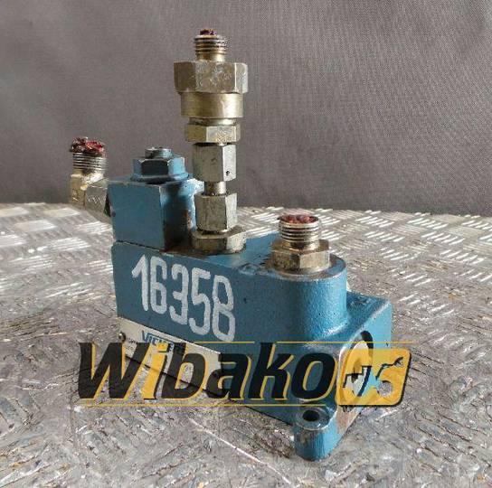 Vickers 02313577