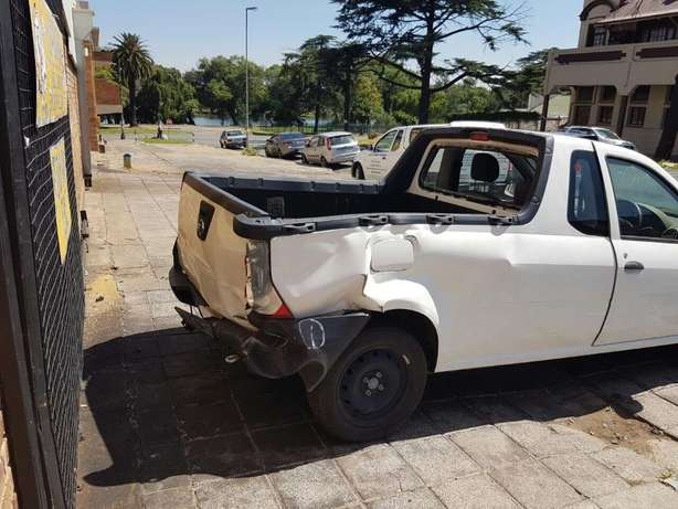 Nissan Np200 1.6 now Breaking for PARTS Johannesburg - image 2