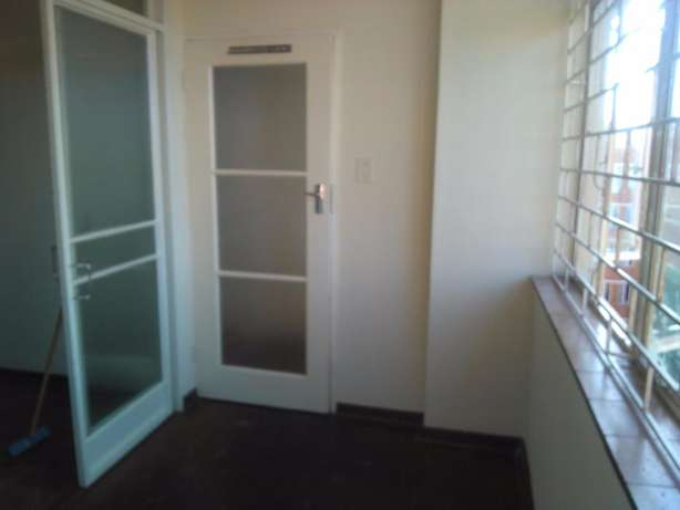 1.5 Bedroom flat for sale in Sunnyside Recently renovated Sunnyside - image 2