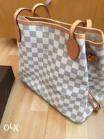 Louis Vuitton Neverfull (genuine merchandise)