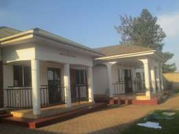 2 bedroom house in kisaasi at 750k