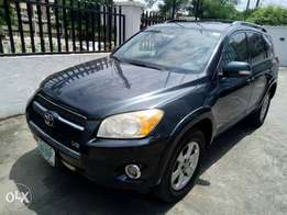 super clean Toyota Rav4 2010