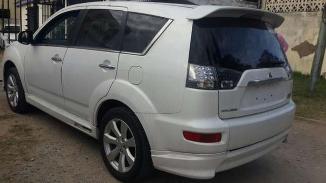 Mitsubishi Outlander Roadest KCN number 2010 model loaded with all Mombasa Island - image 6