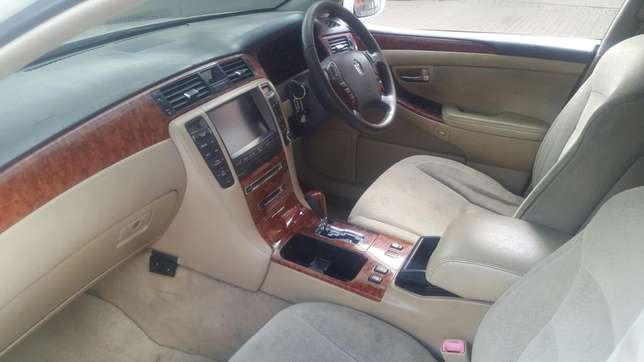 Toyota crown Hurlingham - image 4