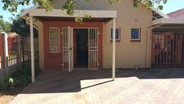 Ideal for the Business Exec. Fully furnished flat in Welkom