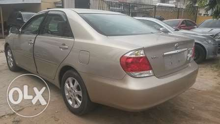 Toyota Camry XLE Gold Color Ikeja - image 6