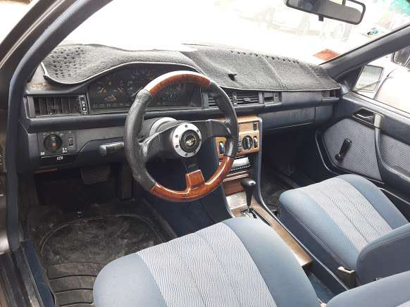 Classic Mercedes Benz E230 on sale Westlands - image 4