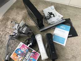 Nintendo Wii + controlls & game for sale! R4000