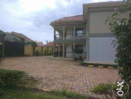6bedrooms mansion on 30decimals going for 750M negotiable in Namugongo
