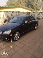 Clean benz c300 with panoramic sunroof and navigation 2010