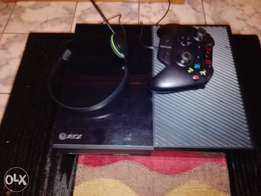 Xbox one 500gb and 2 controllers and a headset and 6 games