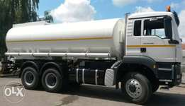 Water tankers with full hydraulic installation system