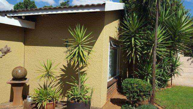 4 Bedroom Family House in Enclosed area - Birch Acres Kempton Park - image 1