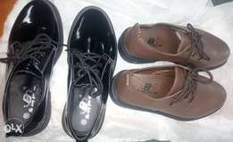 Classy unisex lace shoes for kids.