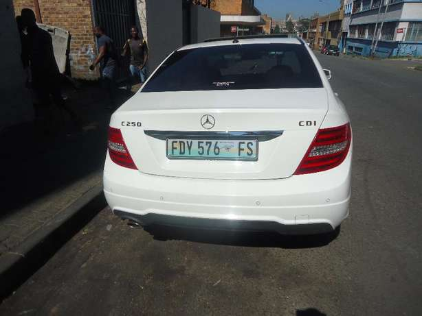 2012 Mercedes Benz C250 Auto Sport CDI Available for Sale9 Johannesburg - image 4