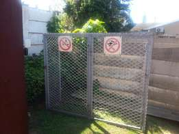Gas cylinder cage / heavy duty gate with posts .