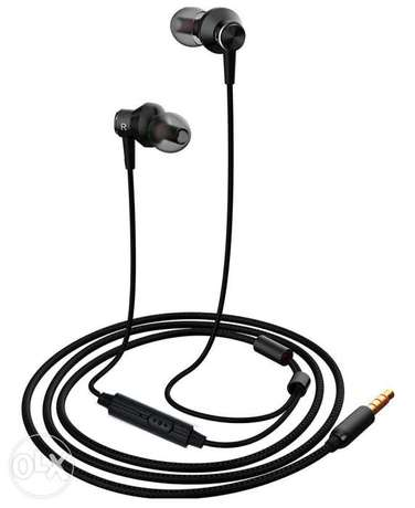 Earbuds headphone,MR01 Comfortable& Tangle-Free stylish wired in-Ear