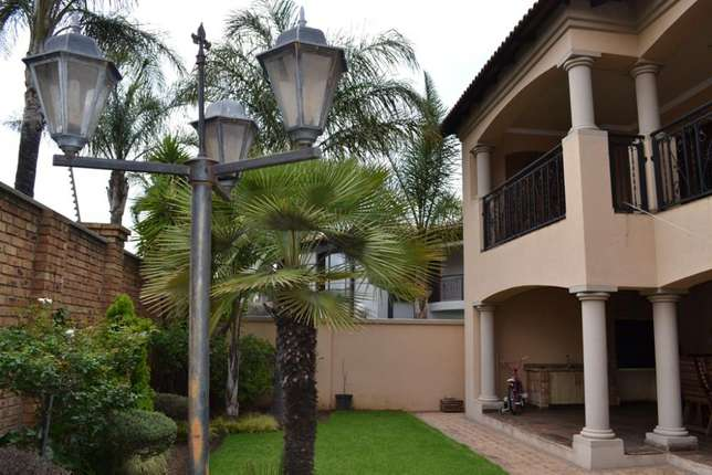 Home is were your story begins,this is a once in a lifetime opertunity Sunward Park - image 5
