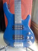 {HOMMAR}5 strings bass guitar with.4 nubs and power pick up.