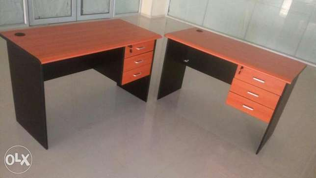 This is a brand new 4fit office table Lagos Mainland - image 2