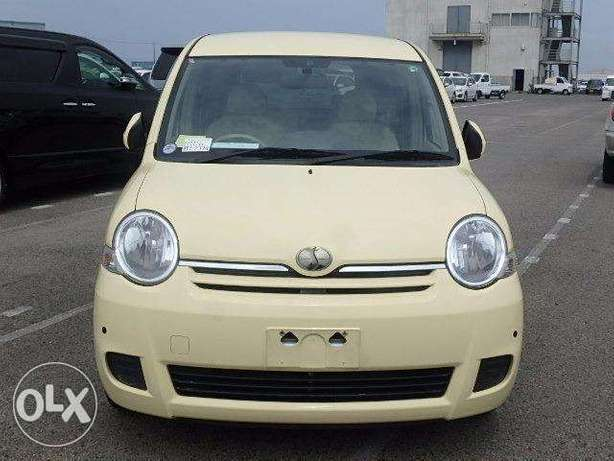 Toyota Sienta in Nairobi genuine low mileage Parklands - image 1