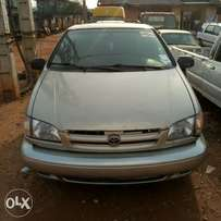 Tokunbo Toyota Sienna 2000 XLE forsale