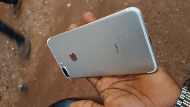 32gb mint factory unlocked gold iPhone 7plus for a low price Ibadan Central - image 6