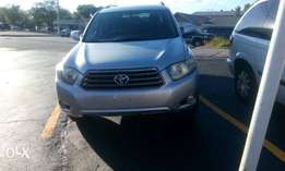 Reg. 08 Toyota Highlander sport edition for new year sales. Hurry!!!