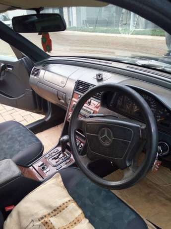 Mercedes Benz for quick sale Kampala - image 1