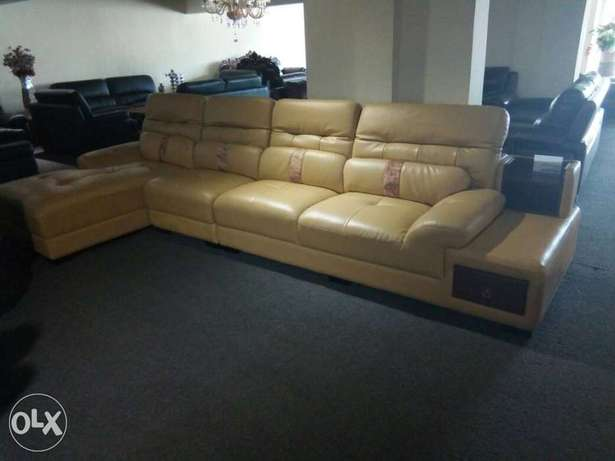 Adjustable sofa leather chairs L shape by 7seaters Lagos Mainland - image 3
