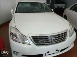 Toyota crown saloon white in color