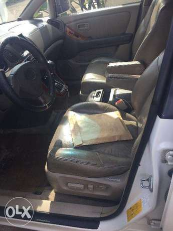 Lexus RX300 first body, clean and just like tokunbo engine Ikeja - image 6