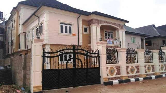 Sweet newly built 3 bedroom flat all room en-suit each room at Egbeda Alimosho - image 1