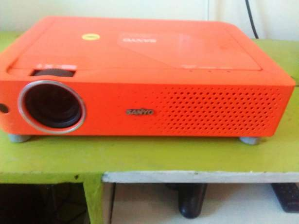 Sanyo LCD projector:easter offer~ buy 1 get one free) Fedha - image 6