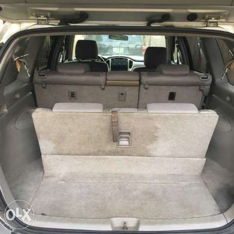 Few months used Toyota Highlander 3seater for grabs Amuwo Odofin - image 5
