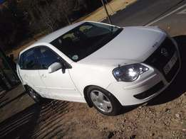 2008 polo 1.6 white colour 73000km leather int R83000