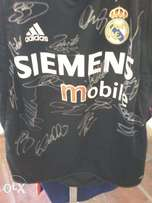Super opportunity to own this 18 x Legends Real Madrid signed shirt.
