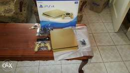 Playstation 4 GOLD Limited Edition NEW