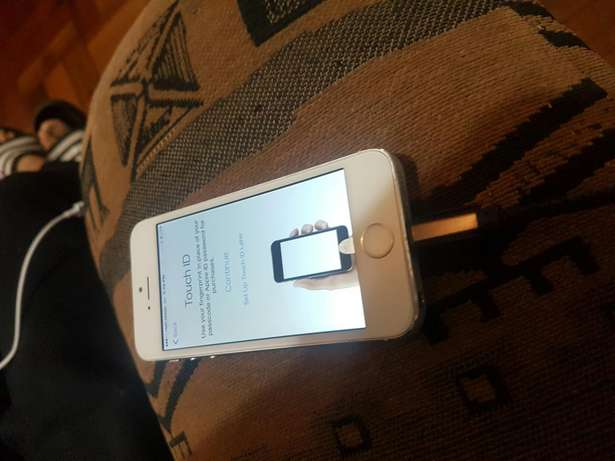 Apple iphone 5s 16gb white and silwer for sale Port Elizabeth - image 6