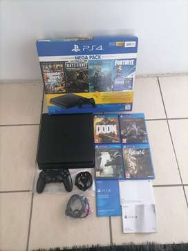 PS4 500GB SLIM - 1 Controller and 4 Games