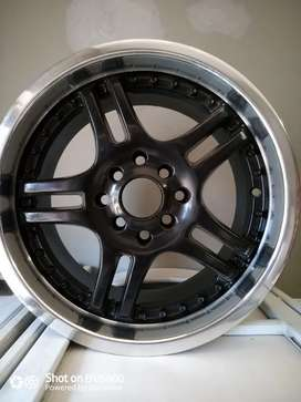 """4 x 15"""" black and silver lip cromed car mags."""