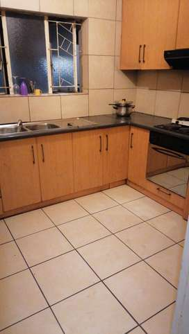 R2700  flat to share