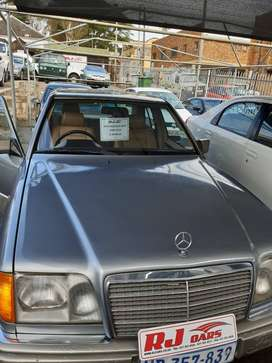 200E W124, 1991 with padding, 4 speed manual