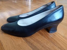 Туфли женские на узкую ногу 38размер. Куплены в Испании